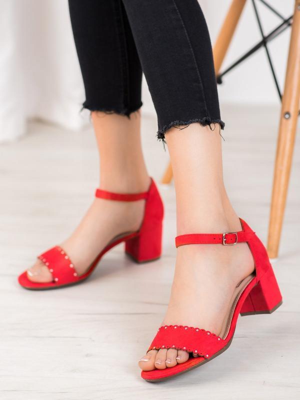Semišové sandálky s perličkami