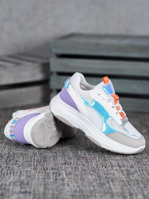 Biele sneakersy so sieťkou