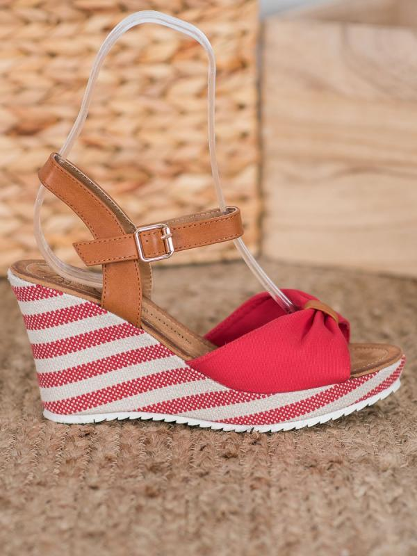 Červené sandálky na kline