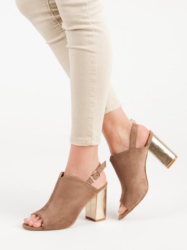 Sandále na stĺpci Vinceza