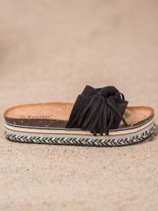 Šľapky so strapcami
