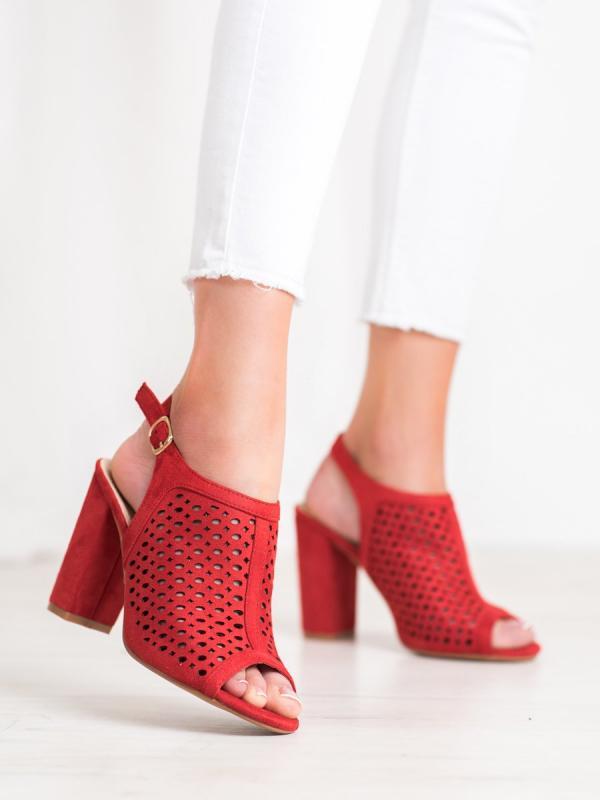 Dierkovnaé sandále na stĺpci