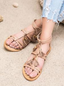 Hnedé sandálky so strapcami