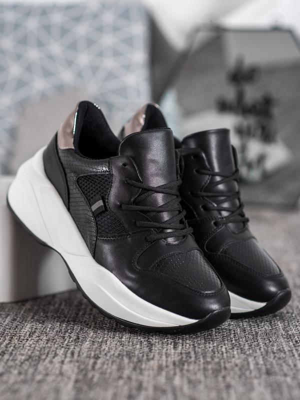 Ľahké čierne sneakersy
