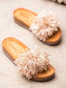 Hnedé šľapky so strapcami