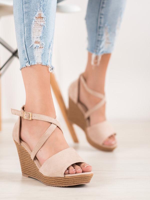 Béžové semišové topánky s kamienkami