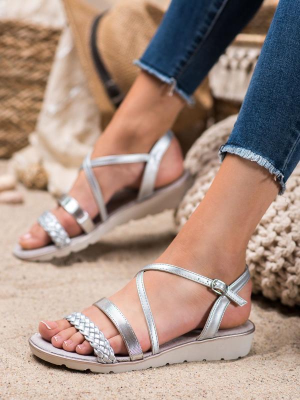 Strieborné sandále na platforme