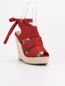 Červené sandále na kline