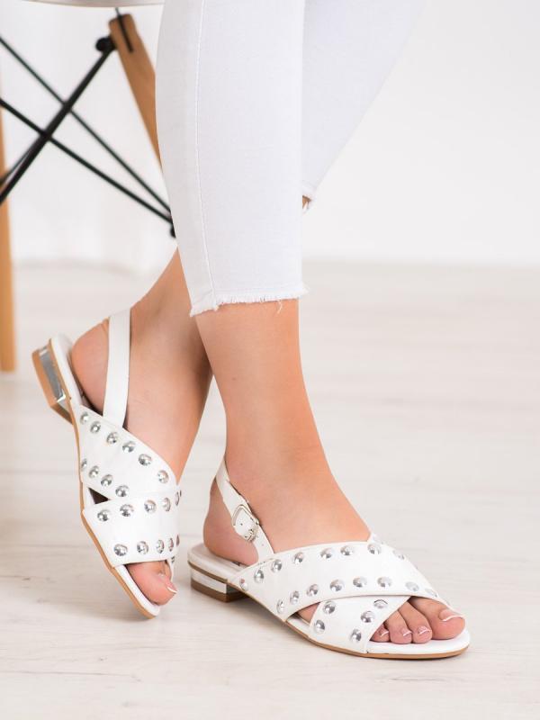 Biele sandále so sponou