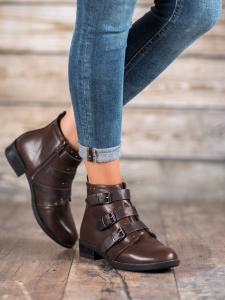 Topánky s ozdobnými prackami