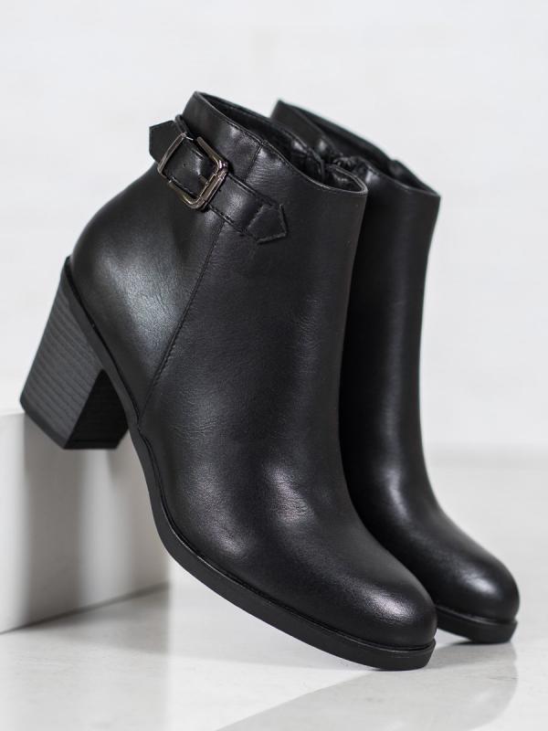 Klasické čierne topánky