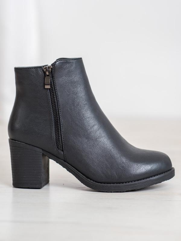 Zateplené členkové topánky na stĺpci