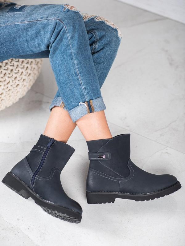 Pohodlné členkové topánky v tmavomodrom odtieni