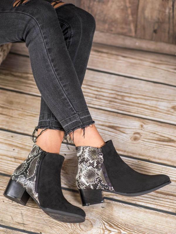 Čierne členkové topánky s hadím vzorom