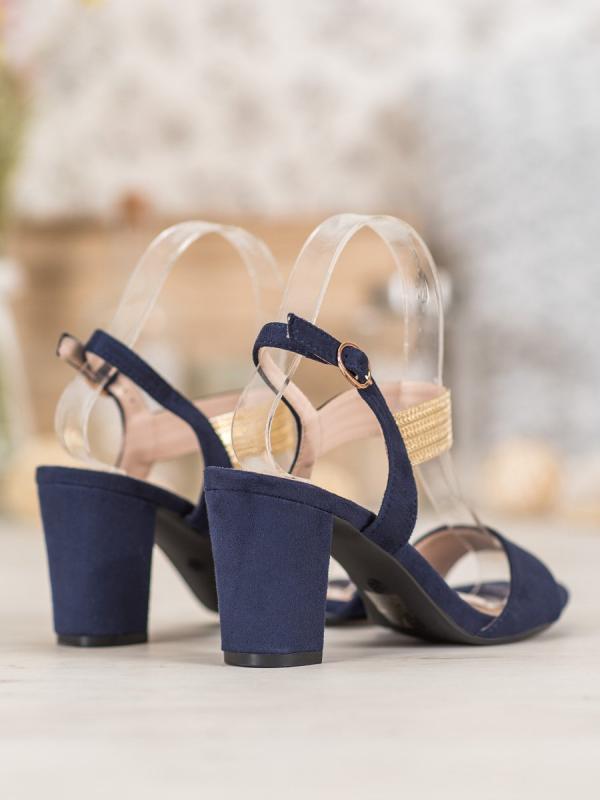 Sandálky na podpätku so zlatým pásom